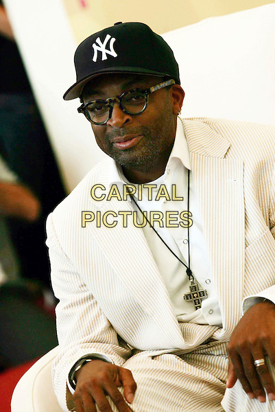 "SPIKE LEE.""When The Levees Broke: A Requiem In Four Acts"" photocall on the third day of the 63rd Venice International Film Festival, Venice, Italy..September 1st, 2006.Ref: OME.half length white suit baseball cap hat glasses necklace.www.capitalpictures.com.sales@capitalpictures.com.©Omega/Capital Pictures"