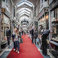 Burlington Arcade, galleria commerciale di lusso in Piccadilly Street.<br /> <br /> Burlington Arcade, the luxury commercial gallery in Piccadilly Street.