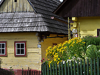 traditionelle Holzh&auml;user im Museumsdorf Vikolinec-Vlkoi&iacute;nec in Ruzomberok, Zilinsky kraj, Slowakei, Europa, UNESCO-Weltkulturerbe<br /> traditional house  in museum village Vicolinec in Ruzomberok Zilinsky kraj, Slovakia, Europe, UNESCO world heritage