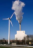 De Nuon centrale in Amsterdam en een windmolen
