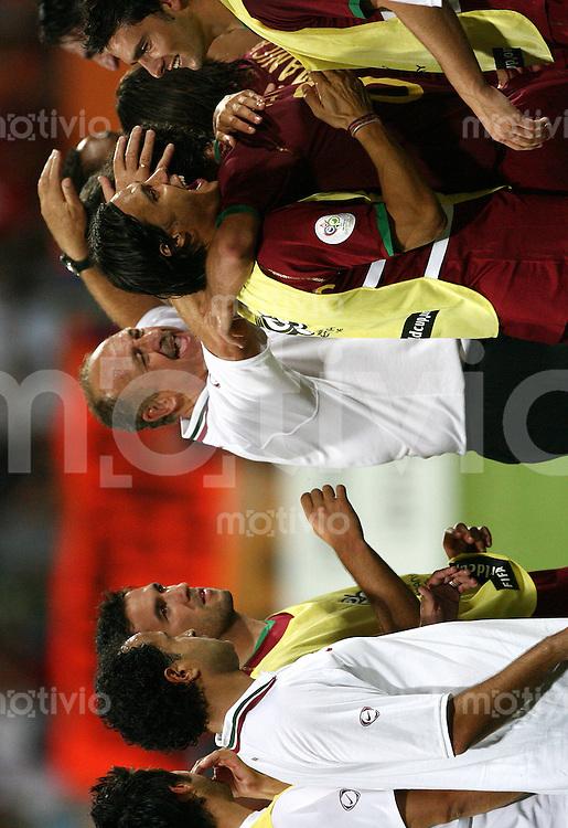 Fussball WM 2006  Achtefinale  Spiel 52 Portugal - Holland Portugal - Netherlands  Trainer Luiz Felipe SCOLARI (POR, M) jubelt nach Spielende.