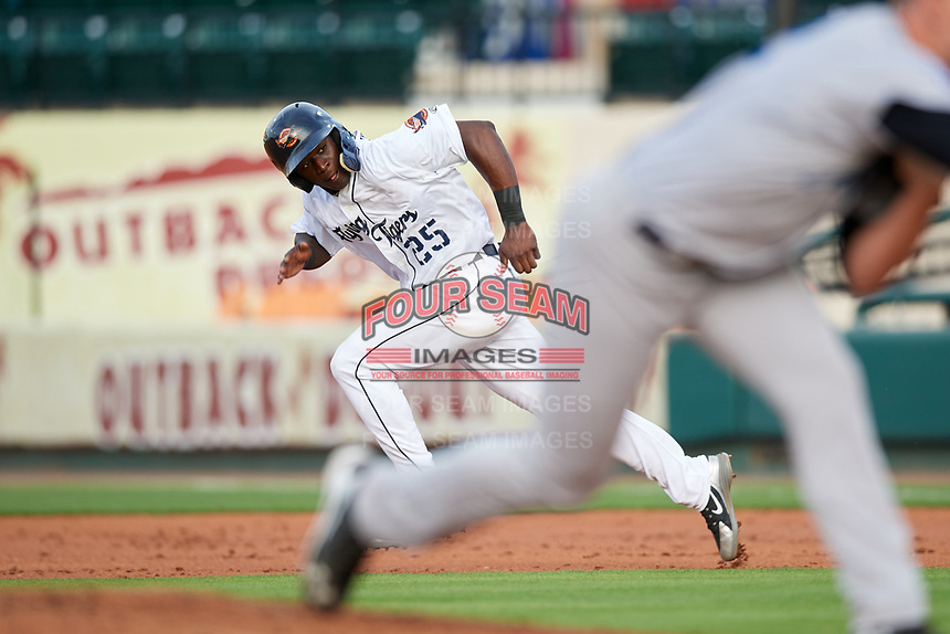 Lakeland Flying Tigers center fielder Daz Cameron (25) runs to second base during a game against the Tampa Tarpons on April 5, 2018 at Publix Field at Joker Marchant Stadium in Lakeland, Florida.  Tampa defeated Lakeland 4-2.  (Mike Janes/Four Seam Images)