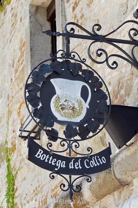 Italy, Collio. San Floriano del Collio. Castello Formentini. Bottega del Collio.