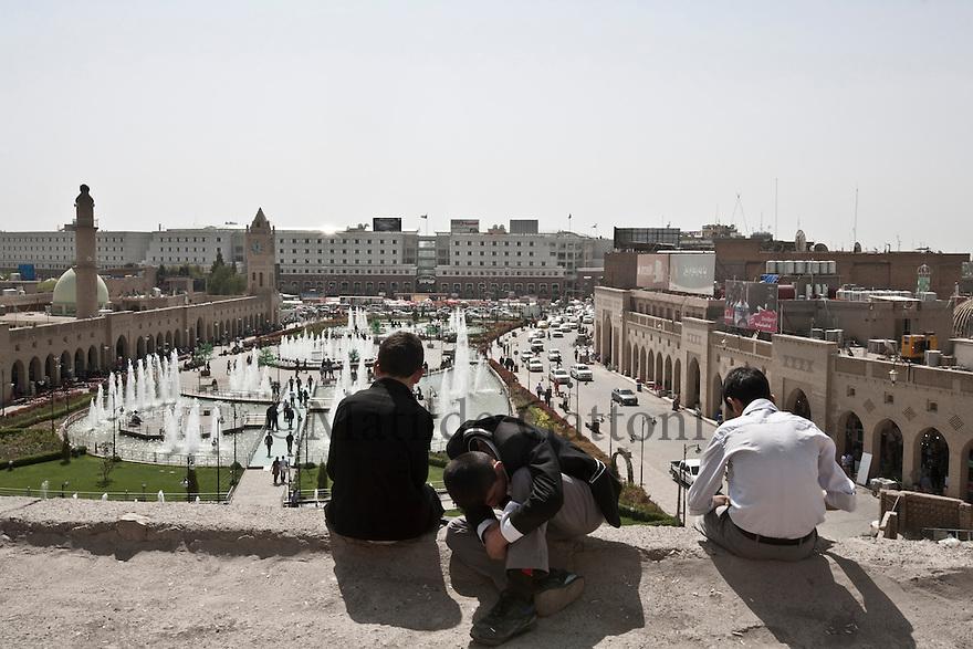Iraq - Kurdistan - Erbil -   Kurd boys sitting on the edge on The Citadel overlooking the main square