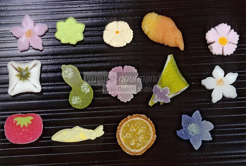 """Asie/Japon/Tokyo: Détail de confiseries sèches """"Higashi"""" servi avec le thé vert"""
