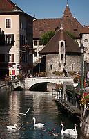 Europe/France/Rhône-Alpes/74/Haute-Savoie/Annecy: Les bords du Thiou, le  Palais de l'Ile  et le pont Perrière