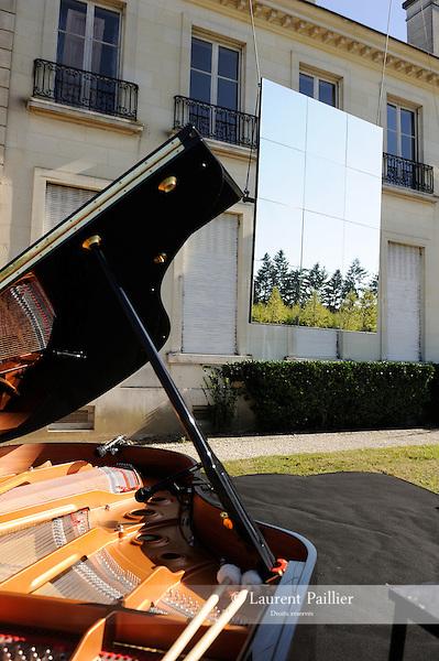 Miroir Miroir<br /> Compagnie Happ&eacute;s<br /> <br /> Parc Culturel de Rentilly<br /> Bussy-Saint-Martin<br /> le 15/09/2012<br /> &copy; Laurent Paillier / photosdedanse.com