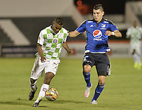TUNJA -COLOMBIA, 13-09-2015. Luis Mena (Izq) jugador de Boyacá Chicó disputa el balón con Michael Rangel (Der) Millonarios durante partido por la fecha 12 Liga Àguila II 2015 jugado en el estadio La Independencia en Tunja. / Luis Mena (L) player of Boyaca Chico fights for the ball with Michael Rangel (R) Millonarios during match for the 12th date of Aguila League II 2015 played at La Independencia stadium in Tunja. Photo: VizzorImage / Gabriel Aponte / Staff