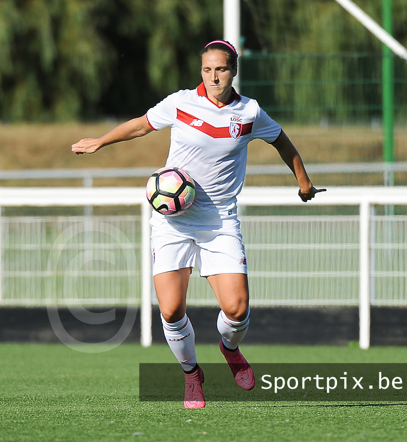 20160806 - LILLE , FRANCE : LOSC's Maud Coutereels pictured during a friendly game between the women teams of Lille OSC and Henin Beaumont during the preparations for the 2016-2017 season at stade Lille Metropole , Saturday 6th August 2016 ,  PHOTO Dirk Vuylsteke | Sportpix.Be
