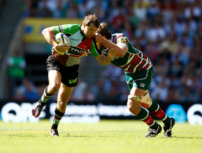 Photo: Richard Lane/Richard Lane Photography. Harlequins v Leicester Tigers. Aviva Premiership Final. 26/05/2012. Quins' Nick Evans attacks.