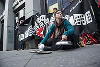 Mieterprotest bei Berliner Immobilienkongress.<br /> Anlaesslich des 2. Berliner Immobilienkongress protestierten am Mittwoch den 29. Maerz 2017 etwa ein dutzend Mieterinitiativen gegen steigende Mieten und Verdraengung von Mietern durch Umwandlung in Eigentumswohnungen oder Verdraengung durch Kosten sog. energetischer Modernisierung.<br /> Auf dem Berliner Immobilienkongress wollten die Vorstaende von privaten Wohnungsfirmen, private Vermieter, kommunalen Wohnungsbauunternehmen und Lokalpolitiker ueber die wohnungspolitische Zukunft in der Stadt diskutieren.<br /> Die Mieterinitiativen forderten u.a. die Ruecknahme von ueberzogenen Mieterhoehungen z.B. bei der kommunalen Wohngsbaugesellschaft degewo und gegen die Verdraengung vojn Mietern unter dem Deckmantel der energetischen Modernisierung durch die Deutsche Wohnen AG.<br /> 29.3.2017, Berlin<br /> Copyright: Christian-Ditsch.de<br /> [Inhaltsveraendernde Manipulation des Fotos nur nach ausdruecklicher Genehmigung des Fotografen. Vereinbarungen ueber Abtretung von Persoenlichkeitsrechten/Model Release der abgebildeten Person/Personen liegen nicht vor. NO MODEL RELEASE! Nur fuer Redaktionelle Zwecke. Don't publish without copyright Christian-Ditsch.de, Veroeffentlichung nur mit Fotografennennung, sowie gegen Honorar, MwSt. und Beleg. Konto: I N G - D i B a, IBAN DE58500105175400192269, BIC INGDDEFFXXX, Kontakt: post@christian-ditsch.de<br /> Bei der Bearbeitung der Dateiinformationen darf die Urheberkennzeichnung in den EXIF- und  IPTC-Daten nicht entfernt werden, diese sind in digitalen Medien nach §95c UrhG rechtlich geschuetzt. Der Urhebervermerk wird gemaess §13 UrhG verlangt.]