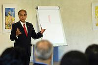 Egypte, Cairo, 5 mei 2007..Sekem hoofdkantoor te Cairo.Sekem headoffice.Bijeenkomst met medewerkers Sekem en mr Ibrahim Abouleish.. Foto (c) Michiel Wijnbergh.