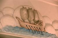 France/06/Alpes Maritimes/Juan-les-Pins: Hotel Belles- Rives Haut Relief représentant une Caravelle à l'entrée du restaurant- Art Déco