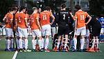 UTRECHT - teambespreking Bloemendaal na een kwart  tijdens de hockey hoofdklasse competitiewedstrijd heren:  Kampong-Bloemendaal (3-3). COPYRIGHT KOEN SUYK