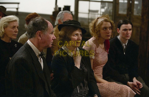 DOGVILLE.LAUREN BACALL (L), BLAIR BROWN (CENTER), CHLOE SEVIGNY (2ND FROM R), JEREMY DAVIES (R).Filmstill - Editorial Use Only.Ref: FB.sales@capitalpictures.com.www.capitalpictures.com.Supplied by Capital Pictures.
