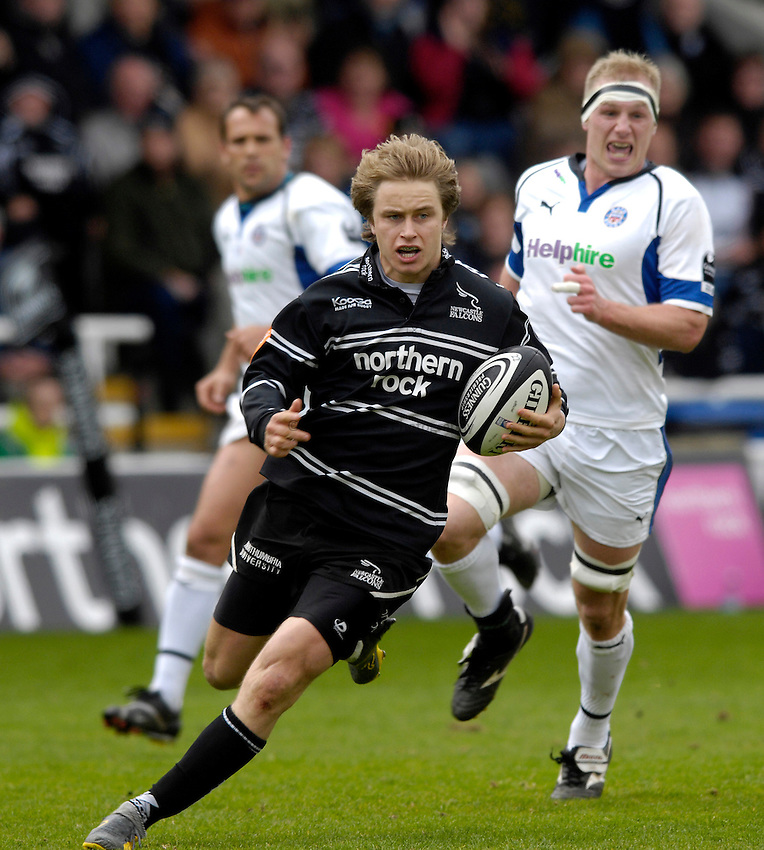 Photo: Jed Wee/Sportsbeat Images..Newcastle Falcons v Bath Rugby. Guinness Premiership. 28/04/2007...Newcastle's Mathew Tait.