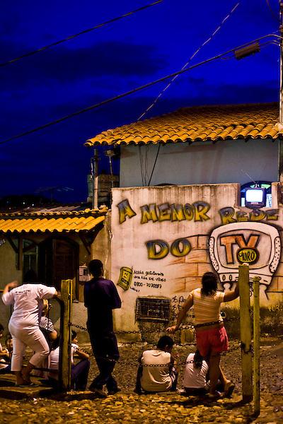Sabara_MG, Brasil...A TV Muro e uma pequena organizacao produtora de televisao brasileira localizada na cidade de Sabara. E intitulada a menor rede de televisao do mundo. ..The TV Muro is a small Brazilian television network, located in Sabara. Its the smallest TV in the world. ..Foto: JOAO MARCOS ROSA / NITRO