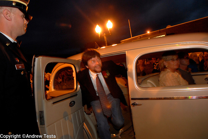 USA. Luverne.  6th September 2007.Ken Burns arrives at the Palace theatre for the premiere of The War..©Andrew Testa/Panos for Newsweek