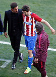 Atletico de Madrid's Sime Vrsaljko injured in presence of the coach Diego Pablo Cholo Simeone during La Liga match. March 19,2017. (ALTERPHOTOS/Acero)