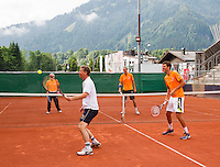 Austria, Kitzbuhel, Juli 14, 2015, Tennis, Davis Cup, Training Dutch team, warming up with a game of touch, ltr: coach Martin Bohm, captain Jan Siemerink, Thiemo de Bakker and Robin Haase<br /> Photo: Tennisimages/Henk Koster