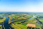 Nederland, Noord-Brabant, Gemeente Oss, 23-08-2016; Vanwege het overstrominggevaar van de Maas werd de Meander van Keent in 1938 afgesneden en ontstond de gekanaliseerde rivier. Anno 2015 is de Maasmeander opnieuw uitgegraven en aan een zijde aan de Maas getakt. In regenrijke periodes kan de uiterwaard van Keent nu weer overstromen om water te bergen. <br /> Because of the flood risk of the Meuse the Keenet Meander  was cut off in 1938 resulting in a channeled river. Anno 2015, the Meuse meander excavated was again and on one side reconnected to the Meuse. During rainy periods, the floodplains of Keent can now be flooded again and store water.<br /> luchtfoto (toeslag op standard tarieven);<br /> aerial photo (additional fee required);<br /> copyright foto/photo Siebe Swart