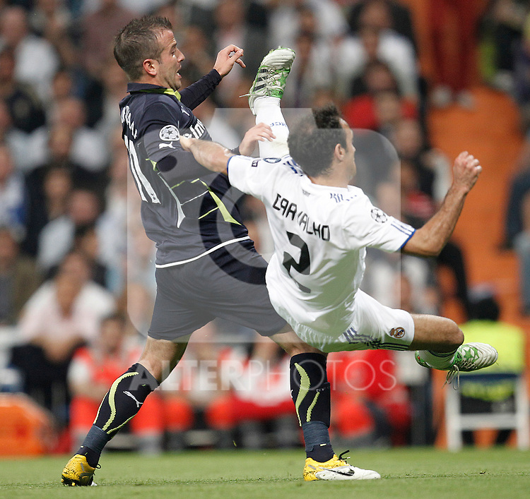 Real Madrid's Ricardo Carvalho and Tottenham's Rafael van der Vaart during Champions League match on April, 5th 2011...Photo: Cesar Cebolla / ALFAQUI