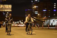 BOGOTA -COLOMBIA. 13-12-2014. Cientos de personas salieron a las calles de Bogotá para participar en la ciclovía nocturna hoy 11 de diciembre de 2014 como parte de las actividades de navidad en la capital de Colombia./ hundreds of people go to the streets of Bogota to participate in the night bikeway today 11 of December 2014 as part of the Christmas activities at Colombian capital. Photo: VizzorImage/ Gabriel Aponte / Staff
