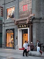 Einkaufstar&szlig;e QianMen dajie, Peking, China, Asien<br /> Shopping Street QianMen Dajie, Beijing, China, Asia