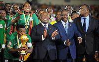 Kalusha Bwalya - Presidente Federazione Zambia e Christopher Katongo con la coppa.Libreville 12/2/2012 .Football Calcio 2012.Coppa d'Africa.Zambia Costa d'Avorio.Foto Insidefoto / Christian Liewig / FEP / Panoramic.ITALY ONLY