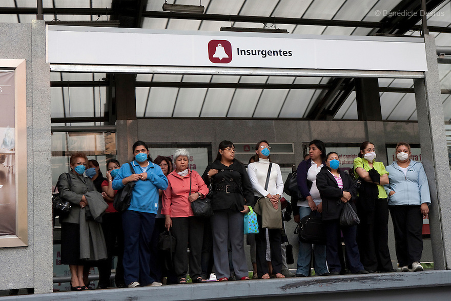 27 April 2009 - Mexico City, Mexico - Residents of the Mexican capital wait for a metro bus. Almost everyone is now wearing surgical masks per governement warnings to protect themselves from the swine Flu. Photo credit: Benedicte Desrus / Sipa Press