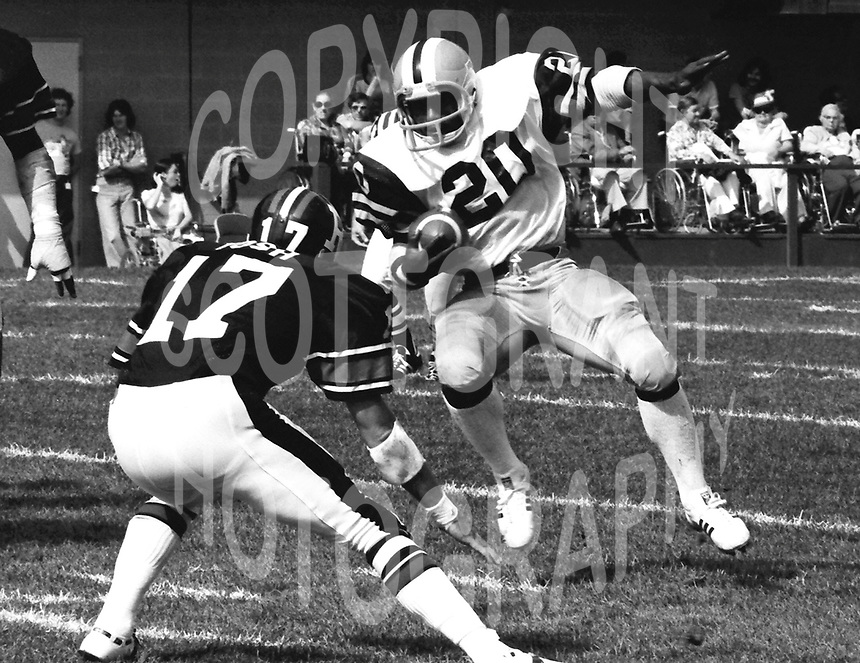 Jimmy Edwards HamiltonTiger Cats running back 1976. Copyright photograph Scott Grant/