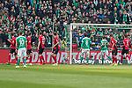 13.04.2019, Weser Stadion, Bremen, GER, 1.FBL, Werder Bremen vs SC Freiburg, <br /> <br /> DFL REGULATIONS PROHIBIT ANY USE OF PHOTOGRAPHS AS IMAGE SEQUENCES AND/OR QUASI-VIDEO.<br /> <br />  im Bild<br /> <br /> Freistoss Milot Rashica (Werder Bremen #11)  knapp am<br />  Tor vorbeiFoto &copy; nordphoto / Kokenge