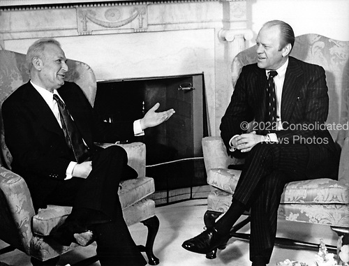 United States President Gerald R. Ford, right, meets President Ephraim Katzir of Israel, left, in the Ovam Office of the White House in Washington, DC on March 3, 1975.  Katzir is on an unofficial visit to the US and plans to meet with other government leaders.<br /> Credit: Benjamin E. &quot;Gene&quot; Forte / CNP