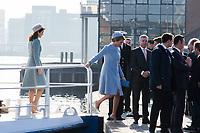 Le roi Philippe de Belgique et la reine Mathilde de Belgique en visite d'Etat au Danemark, sont accompagn&eacute;s par le prince h&eacute;ritier Frederik de Danemark et la princesse Mary de Danemark, pour une promenade en bateau sur la baie de Copenhague.<br /> Danemark, Copenhague, 28 mars 2017.<br /> King Philippe of Belgium &amp; Queen Mathilde of Belgium during a State Visit to Copenhagen in Denmark are doing a boat tour of the Copenhagen Harbour with Crown Prince Frederik of Denmark &amp; Princess Mary of Denmark.<br /> Denmark, Copenhagen, March 28, 2017.