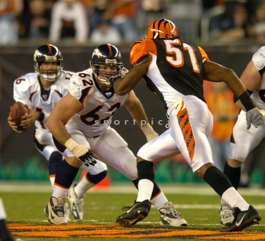 Dan Neil, of the Denver Broncos in action against the Cincinnati Bengals on 10/25/04..Broncos lose 23-10..David Durochik/ SportPics