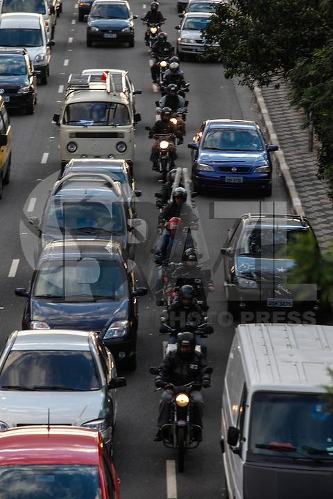 ATENCAO EDITOR FOTO EMBARGADA PARA VEICUO INTERNACIONAL - SAO PAULO, SP, 26 DE SETEMBRO 2012 - TRANSITO - Transito no fim da tarde dessa quarta-feira na Radial Leste sentido bairro na regiao leste da capital paulista. FOTO: VANESSA CARVALHO - BRAZIL PHOTO PRESS.