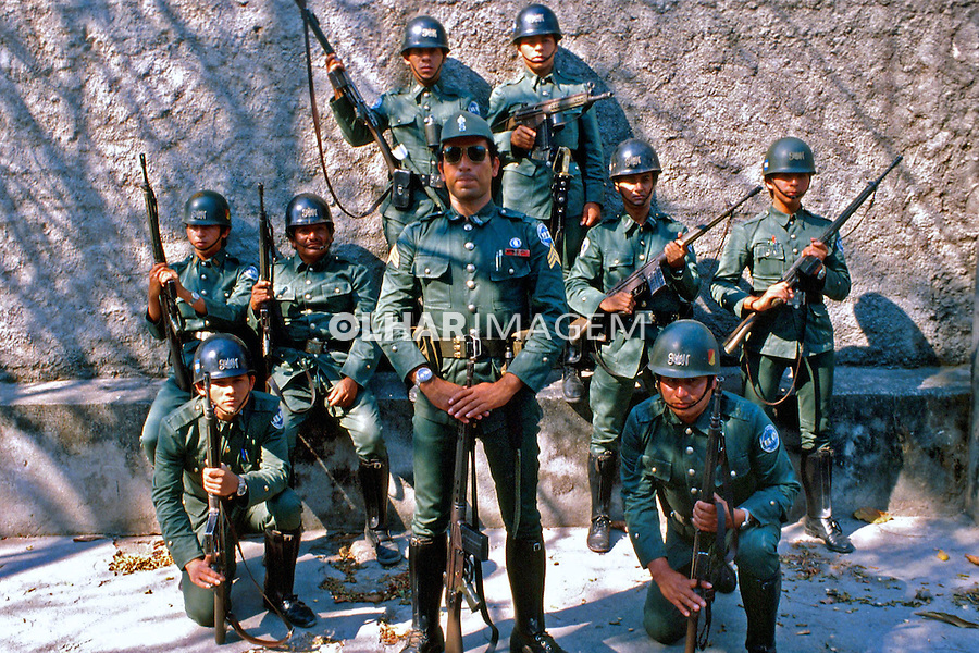 Tropas da guarda nacional na guerra civil de El Salvador. 1981. Foto de Juca Martins.