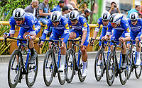 MEDELLIN - COLOMBIA, 12-02-2019: Eqwuipo Deceuninck - Quick Step Floors durante la etapa primera etapa, contrarreloj por equipos de 14 Km, como parte del Tour Colombia 2.1 2019 que se corrió por las calles de la ciudad de Medellín . / Team Deceuninck - Quick Step Floors during the first stage,  time trial by teams of 14 km, as part of Tour Colombia 2.1 2019 that ran through the streets of Medellin.  Photo: VizzorImage / Anderson Bonilla / Cont