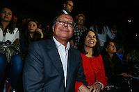 SAO PAULO, SP, 18 DE MARÇO DE 2013. SAO PAULO FASHION WEEK - PRIMAVERA/VERAO 2014 - CAVALERA - O governador de São Paulo, Geraldo Alckmin, a  primeira dama, Lu Alckmin  durante  o desfile da marca Cavalera que fecha o primeiro dia de desfiles da São Paulo Fashion Week - verão 2014.  FOTO ADRIANA SPACA/BRAZIL PHOTO PRESS