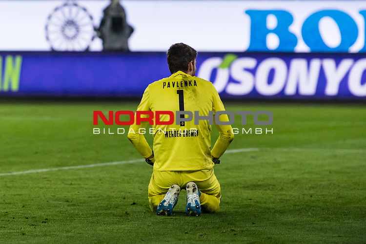 01.12.2019, Volkswagen Arena, Wolfsburg, GER, 1.FBL, VfL Wolfsburg vs SV Werder Bremen<br /> <br /> DFL REGULATIONS PROHIBIT ANY USE OF PHOTOGRAPHS AS IMAGE SEQUENCES AND/OR QUASI-VIDEO.<br /> <br /> im Bild / picture shows<br /> Jiri Pavlenka (Werder Bremen #01) enttäuscht nach 2:2 Ausgleichstreffer, <br /> <br /> Foto © nordphoto / Ewert