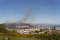 2020 04 21 Smoke billows from Kilvey Hill in Swansea, Wales, UK