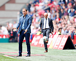 Nederland, Amsterdam, 30 maart 2014<br /> Eredivisie<br /> Seizoen 2013-2014<br /> Ajax-FC Twente<br /> Frank de Boer (l.), trainer-coach van Ajax en Alfred Schreuder (r.), assistent-trainer van FC Twente.