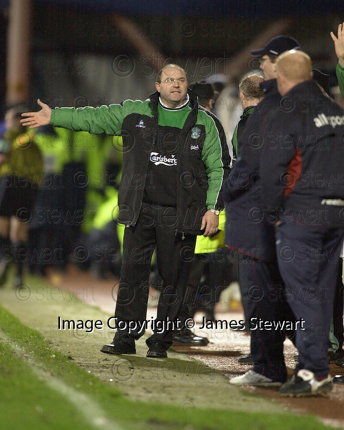 02/01/2003                   Copyright Pic : James Stewart.File Name : stewart-hearts v hibs 22.BOBBY WILLIAMSON DISCUSSES THE GAME WITH THE HEARTS DUG OUT....James Stewart Photo Agency, 19 Carronlea Drive, Falkirk. FK2 8DN      Vat Reg No. 607 6932 25.Office     : +44 (0)1324 570906     .Mobile  : +44 (0)7721 416997.Fax         :  +44 (0)1324 570906.E-mail  :  jim@jspa.co.uk.If you require further information then contact Jim Stewart on any of the numbers above.........