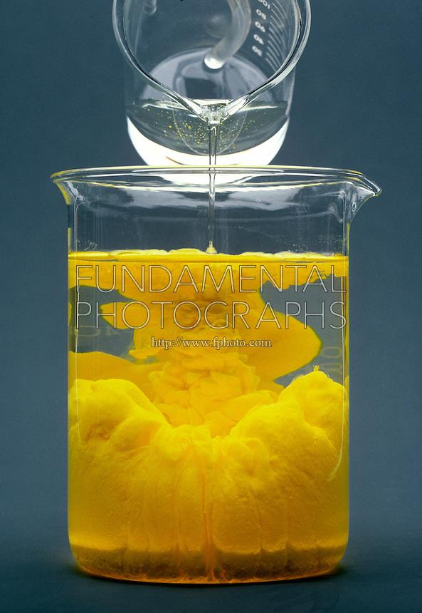 PRECIPITATION OF CADMIUM SULFIDE<br /> Cadmium Nitrate Poured Into Sodium Sulfide<br /> Cadmium Nitrate, Cd(NO3)2,  is poured into Sodium Sulfide, Na2S.  The two colorless solutions produce a bright orange precipitate of Cadmium Sulfide, CdS.