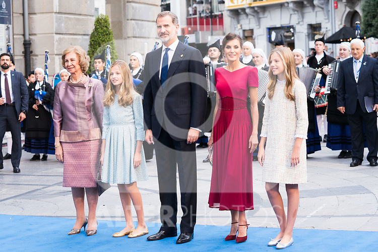 (L to R) Queen Sofia, Princess of Asturias Leonor, King Felipe VI, Queen Letizia and Infant Sofia arrive to Teatro Campoamor for Princess of Asturias Awards 2019 in Oviedo. October 18, 2019 (Alterphotos/ Francis Gonzalez)