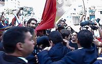 """SAO PAULO, SP, 25 DE JANEIRO DE 2012 - TENTATIVA GRESSAO PREFEITO KASSAB - Seguranças tentam proteger o prefeito de São Paulo, Gilberto Kassab (C), no momento em que ele tentava deixar a Catedral da Sé onde assistiu missa em comemoração aos 458 anos da cidade, nesta quarta. O protesto """"Basta de Trevas na Luz e em São Paulo"""", com cerca de 200 pessoas, segundo informações da Polícia Militar (PM), ao contrário do levantamento de um dos organizadores do ato, o movimento Luz Livre, que contabilizou 700 pessoas no local, começou por volta das 8 horas. Segundo a PM, com faixas escritas """"Basta de dor e sofrimento na Luz"""", a manifestação era pacífica até por volta das 9h30. (FOTO: RICARDO LOU - NEWS FREE)."""