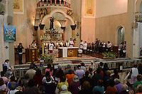 SAO PAULO, 13 DE JUNHO DE 2012 - DIA SANTO ANTONIO - Movimentacao de fieis na Paroquia de Santo Antonio do Pari, no Pari, regiao Central da capital, na tarde desta quarta feira, dia de Santo Antonio. FOTO: ALEXANDRE MOREIRA - BRAZIL PHOTO PRESS