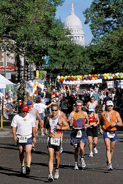 Athletes run a 26.2 mile course past the State Capitol Building down State Street through downtown Madison, WI during the Wisconsin Ironman Triathlon..Photo © Jeff Miller 2002 - all rights reserved.www.jeffmillerphotography.com  ?  608-250-2374.Date:  9/02    File#:   color slide