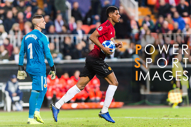 Marcus Rashford of Manchester United (R) celebrates his goal during the UEFA Champions League 2018-19 match between Valencia CF and Manchester United at Estadio de Mestalla on December 12 2018 in Valencia, Spain. Photo by Maria Jose Segovia Carmona / Power Sport Images