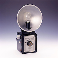 VINTAGE BOX CAMERA WITH FLASHBULB REFLECTOR<br />